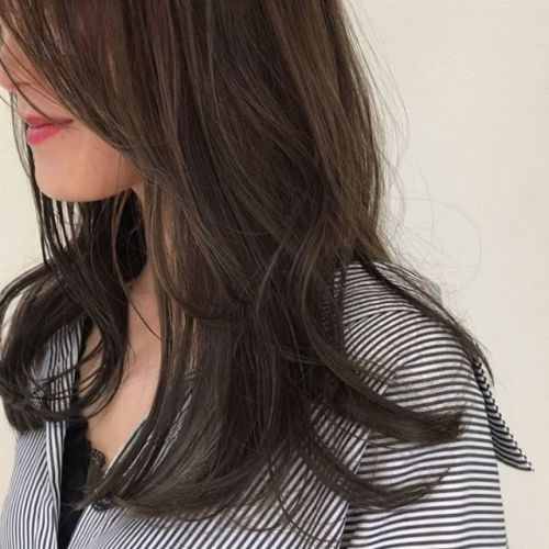 担当シオリ @shiori_tomii ハイライトをいかしてアッシュベージュのムラカラーGWもおわってお店も比較的ゆっくりしてますのでぜひいらしてくださいね!#hearty#shiori_hair #アッシュベージュ #グレージュ#透明感カラー#高崎美容室