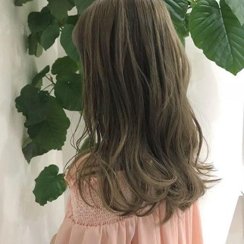 担当シオリ @shiori_tomii マットベージュ🌳🌳🤸♀️#hearty#shiori_hair #マットベージュ#オリーブベージュ#ハイトーン#高崎美容室#高崎
