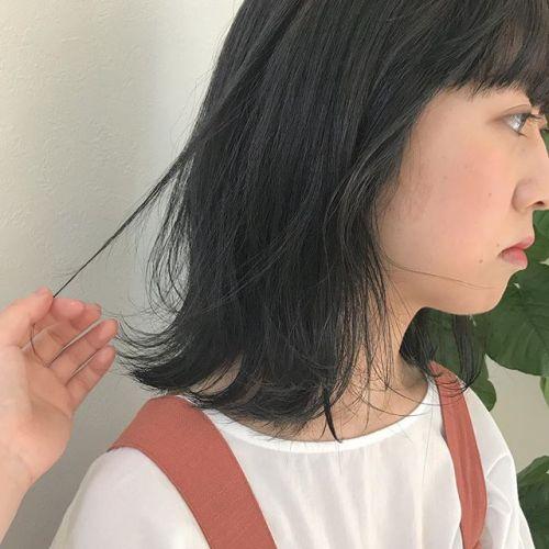 担当シオリ @shiori_tomii 色落ちも考えてcolorを配合しているのでご相談ください♡ダークグレーでトーンダウン🧚♀️透明感colorです♡#hearty#shiori_hair #ダークグレー#トーンダウン#透明感カラー #高崎美容室#高崎
