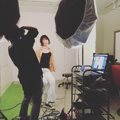 カメラマン富井。こうしてデザインが産まれていく。#HEARTY #撮影 #美容室 #作品撮り