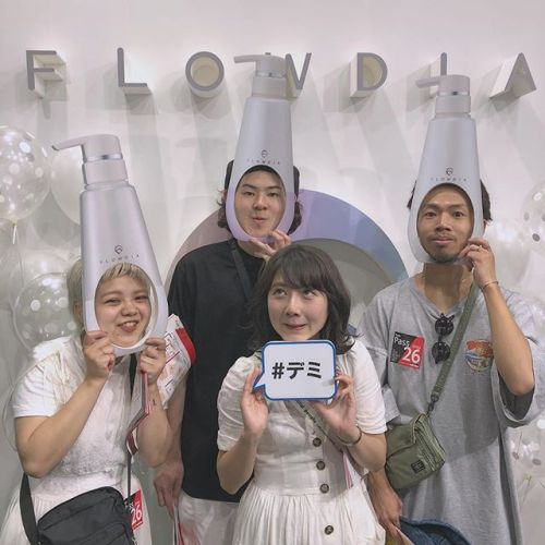 ..ASIA BEAUTY EXPOに来ています♡.#デミ #フローディア #艶髪