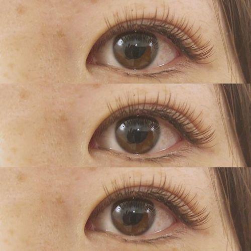 ..大人気カーキブラウンのまつげ♡.カラーの種類豊富に取り揃えております︎.パーソナルカラー検定を持っているので、お客様の髪色や肌色に合わせたカラーエクステ得意です🦋.eyelist (( @__ememr )).#HEARTY #eyelash#cカール #カラーエクステ#マツエク #まつげエクステ