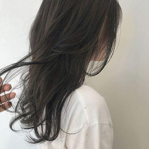 担当シオリ @shiori_tomii 前頭にケアブリーチでハイライトいれてラフな動きを麗ブリーチなしのグレージュです#hearty#shiori_hair #グレージュ#ハイライト#ハイトーン#高崎美容室#高崎