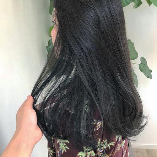 担当シオリ @shiori_tomii 加工なしでこのグレージュ感透明感しかありません〜〜🐋#hearty#shiori_hair #グレージュ#ブルー#ハイライト#高崎美容室#高崎