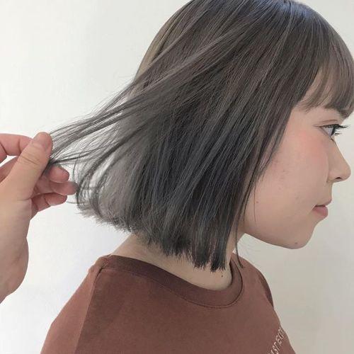 担当シオリ @shiori_tomii whitegray色落ちしてくるとwhiteぽいようなbeigeにおちてきますムラシャンなどしてあげるとgoodです#hearty#shiori_hair #whitecolor#ホワイトアッシュ #ホワイトグレー#ハイトーン#高崎美容室#高崎