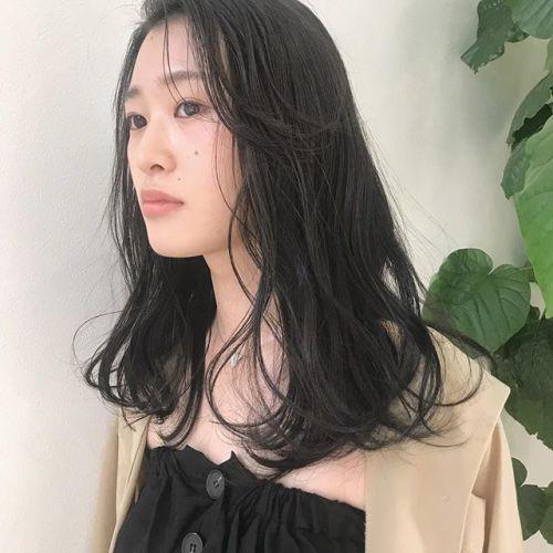 担当シオリ @shiori_tomii 職場で厳しくてもグレージュカラーなら透明感のある暗さなのでかわいいです#hearty#shiori_hair #グレージュ#透明感カラー#ヘアスタイル#ヘアカラー#高崎美容室#高崎