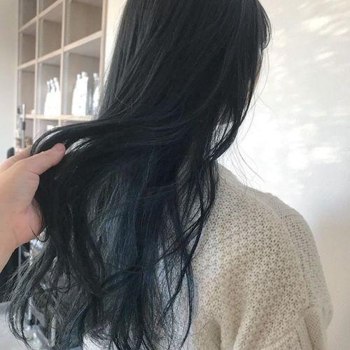 担当シオリ @shiori_tomii ネイビーにインナーBLUEをon🤟#hearty#shiori_hair #ネイビー#ネイビーカラー#ブルージュ#グレージュ#ヘアスタイル#ヘアカラー#高崎美容室#高崎