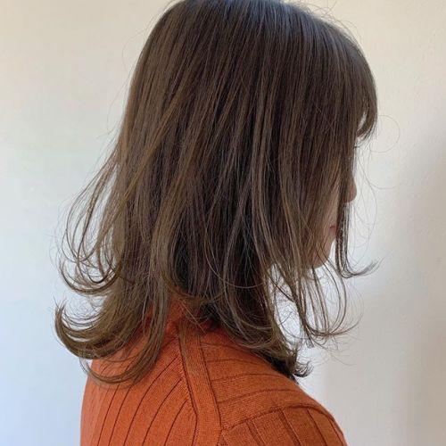 担当シオリ @shiori_tomii 伸ばしたいけど雰囲気変えたいならレイヤースタイルがおすすめです♡巻き方もいろいろ出来るのでかわいいです♡#hearty#shiori_hair #レイヤースタイル#ミディアム#高崎美容室#群馬美容室#高崎#群馬