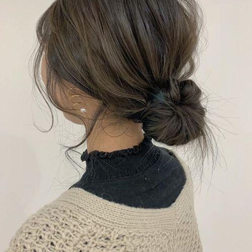 担当シオリ @shiori_tomii 毛先にヘムカラーでいれたblueがアレンジしてもgoodです#hearty#shiori_hair #ヘアアレンジ#ヘアセット#グレージュ#ベージュ#アッシュベージュ#ヘアセット#ヘアアレンジ#高崎美容室#群馬美容室#高崎#群馬