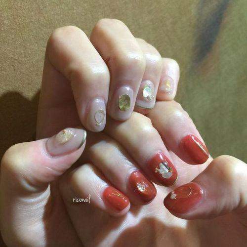 ゴールドを使ったアートで揃えた アシンメトリーネイル♔#riconail #HEARTY #abond #nail #nails #gelnail #gelnails #nailart #instanails #nailstagram #beauty #fashion #nuancenail #ネイル #ジェルネイル #ネイルデザイン #ニュアンスネイル #ヴィンテージネイル #アシンメトリーネイル #卒業式ネイル @riconail123