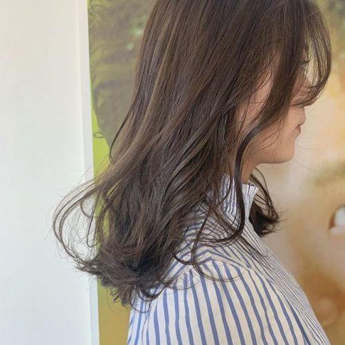担当シオリ @shiori_tomii 高校生カラー留学をするという事で全頭にハイライトをミックスしてワンカラーでグレージュハイライトの外国人風ムラカラーにしました#hearty#shiori_hair #グレージュ#アッシュ#ベージュ#ハイライト#高崎美容室#群馬美容室#高崎#群馬