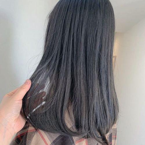 担当シオリ @shiori_tomii 入社前にダークグレーでトーンダウンしました♡#hearty#shiori_hair #ダークグレー#グレージュ#ヘアスタイル#ヘアアレンジ#高崎美容室#群馬美容室#高崎#群馬