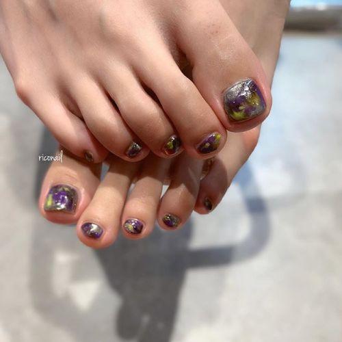 クリアな黒ベースに紫と黄色✩#riconail #HEARTY #abond #nail #nails #gelnail #footnail #gelnails #nailart #instanails #nailstagram #beauty #fashion #nuancenail #ネイル #ジェルネイル #ネイルデザイン #フットネイル #ニュアンスネイル #個性派ネイル @riconail123