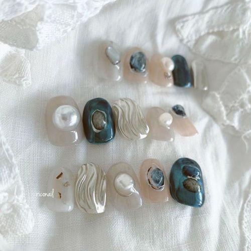 成人式用のネイルチップ 承っております❁チップのサイズ合わせやご相談は HEARTYとabondの両店舗で対応可能です。お気軽にお問い合わせくださいませ♡̷#riconail #HEARTY #abond #nail #nails #gelnail #gelnails #nailart #instanails #nailstagram #beauty #fashion #nuancenail #ネイル #ジェルネイル #ネイルデザイン #ニュアンスネイル #ショートネイル #成人式ネイル #成人式 #ネイルチップ #オーダーチップ @riconail123