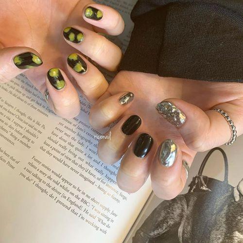 槌目ミラー♫#riconail #HEARTY #abond #nail #nails #gelnail #gelnails #nailart #nuancenail #ネイル #ジェルネイル #ネイルケア #アシンメトリーネイル #ニュアンスネイル #槌目ネイル @riconail123