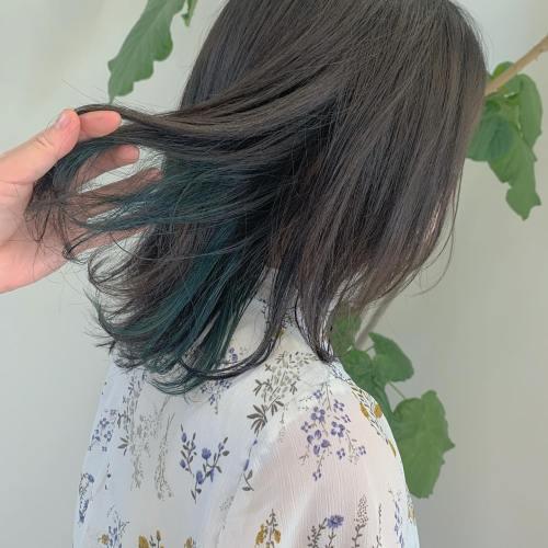 担当シオリ @shiori_tomii グレージュにディープグリーンのインナーを🌲🌲#hearty#shiori_hair #グリーンカラー #オリーブカラー #グレージュ#アッシュグレー#高崎美容室#群馬美容室#高崎#群馬