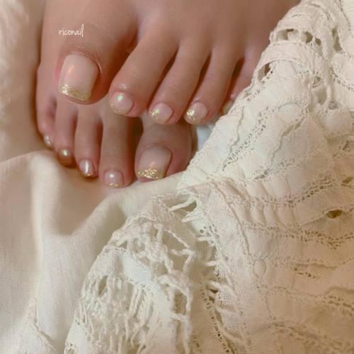 HEARTYのアイリスト えみりちゃん( @emirikodaira )のフット✩︎⡱#riconail #HEARTY #abond #nail #nails #gelnail #gelnails #nailart #nuancenail #footnail #高崎美容室 #ネイル #ジェルネイル #ネイルケア #フットネイル #ニュアンスネイル @riconail123