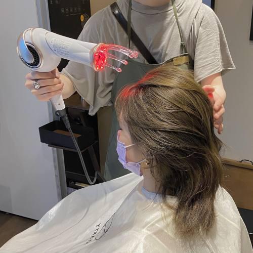 育毛・エイジングケア専門『Dia(ダイヤ)』アデランス完全バックアップのもと、育毛界で世界一の技術と知識を教えてもらっています。(群馬初)育毛とは「毛を育てる」事です。白髪の予防も育毛です。そのため、頭皮環境はもちろん、心と身体。中からのケアも大切になっていきます。育毛を通してスキンケアやインナービューティー。さまざまなエイジングケアをご提案いたします。未来の自分はどんな歳をとっているでしょうか?早めのメンテナンスで未来は変わっていきます。#育毛 #育毛女性#アデランス #エイジングケア #高崎#美容室#hearty#abond