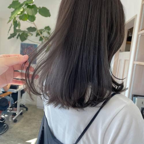 担当シオリ @shiori_tomii 今イチオシのショコラグレージュで秋color♡♡ブリーチしてなくてもはいります♡#hearty#shiori_hair #ショコラグレージュ#ぷつっとカット #切りっぱなし#切りっぱなしミディアム #高崎美容室#群馬美容室#高崎#群馬