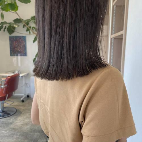 担当シオリ @shiori_tomii 今イチオシのぷつっとcut♡あえて巻かないでoilで仕上げるのがおすすめ♡色はショコラグレージュで秋っぽく#hearty#shiori_hair #ショコラグレージュ#ぷつっとカット #切りっぱなし#切りっぱなしミディアム #高崎美容室#群馬美容室#高崎#群馬