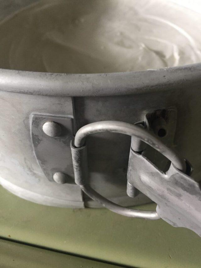 Rivets in cheesecake hinge