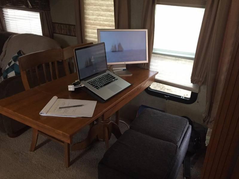 Steffanie Pisula office set-up