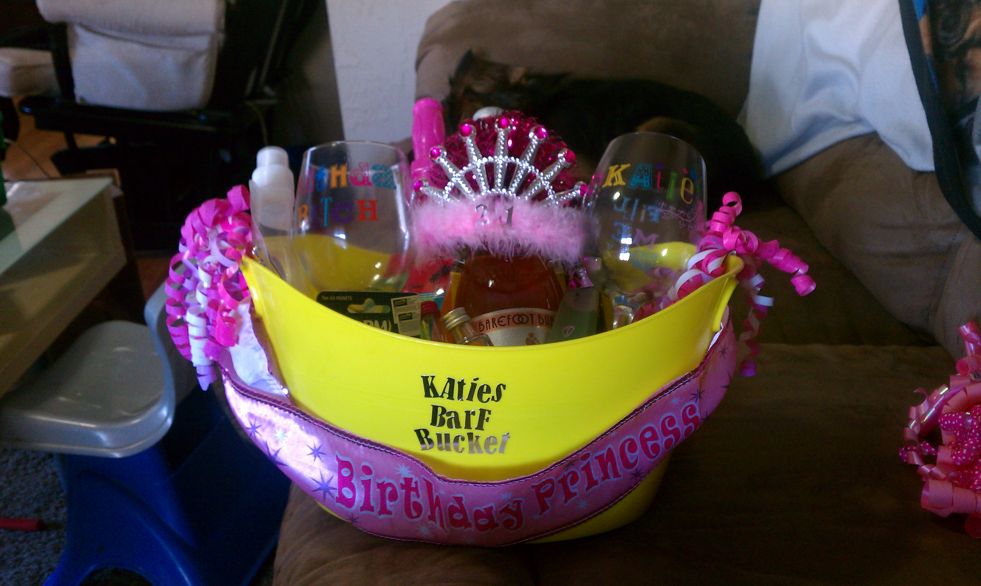 Make It – Monday: 21st Birthday Basket