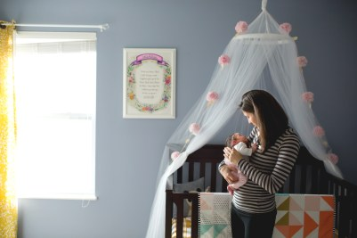 columbus-ohio-newborn-lifestyle-mom-with-baby-in-nursery-full