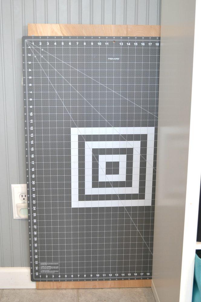 DIY Portable Tabletop Cutting Mat // heatherhandmade.com
