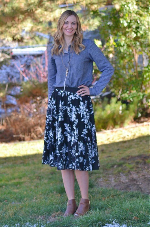 Easy Circle Skirt Tutorial and Free Sewing Pattern // heatherhandmade.com