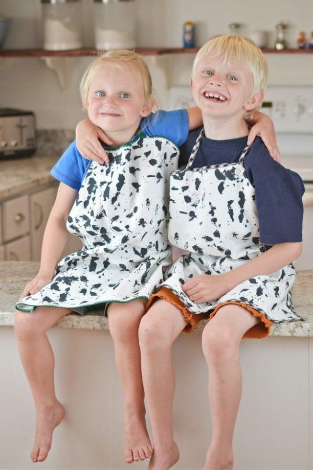 Fat Quarter Kid's Apron Sewing Tutorial // heatherhandmade.com