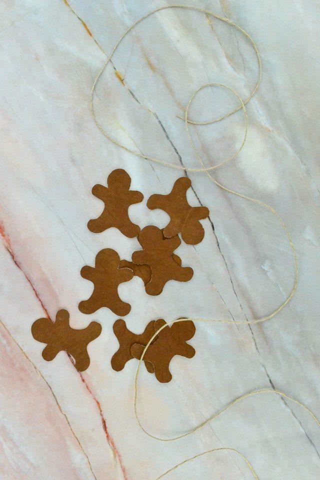 Gingerbread Garland Tutorial // heatherhandmade.com