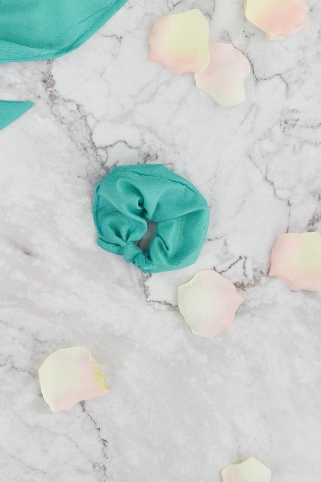 diy-silk-scrunchie