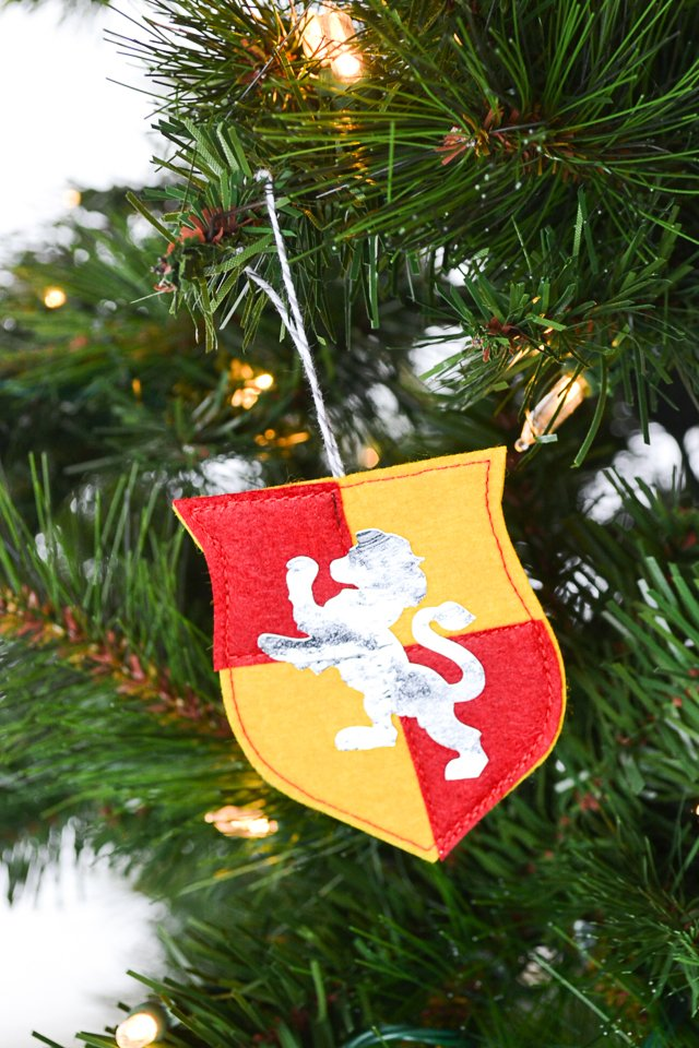 gryffindor ornament tree