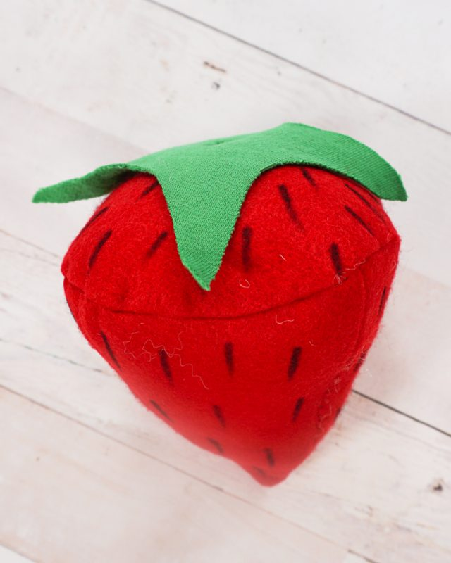 felt strawberry diy