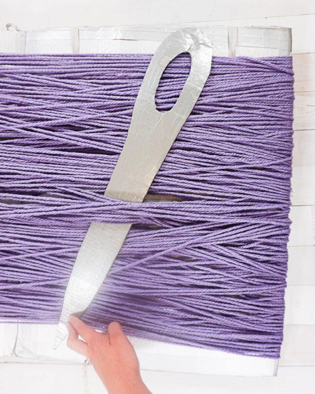 flue needle between yarn