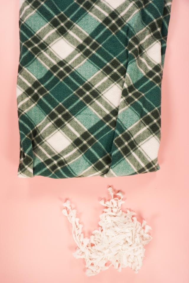 DIY fleece blanket supplies
