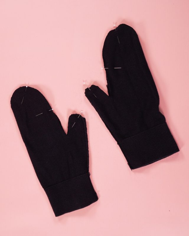 pin mittens right sides together