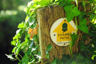 thames path round sign