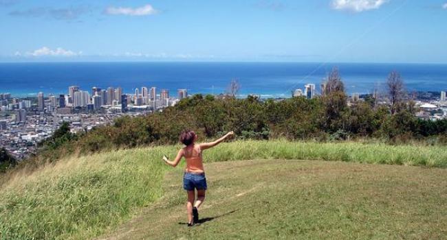 Heather Flying a kite overlooking Honolulu