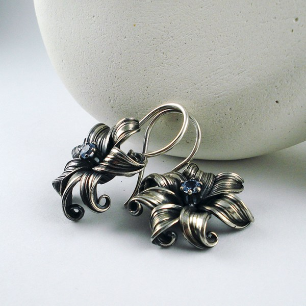 mitsuro flower earrings