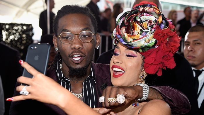 Offset & Cardi B at the 2018 American Music Awards (Oct. 9, 2018) offset's mistress claims she didn't know that his marriage with cardi b was serious