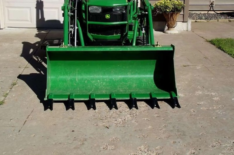 Hitch-Tractor-Attachments-Toothbar-Front-End-Loader-Bucket