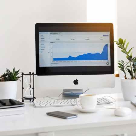 Title Image of iMac on Desk