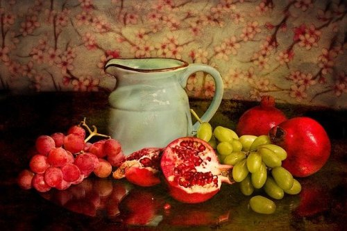 רימונים וענבים