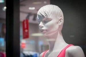 בובה בחלון ראווה