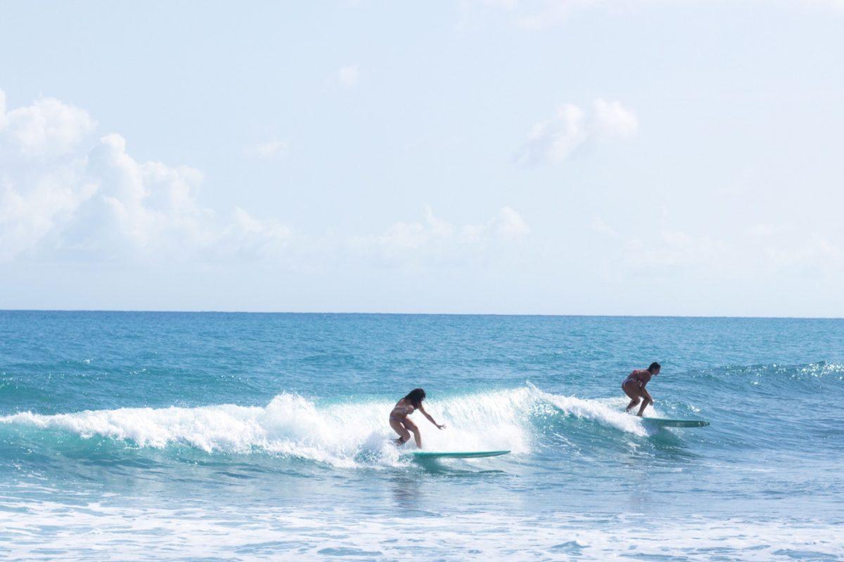 Une image contenant eau, ciel, extérieur, surf Description générée automatiquement