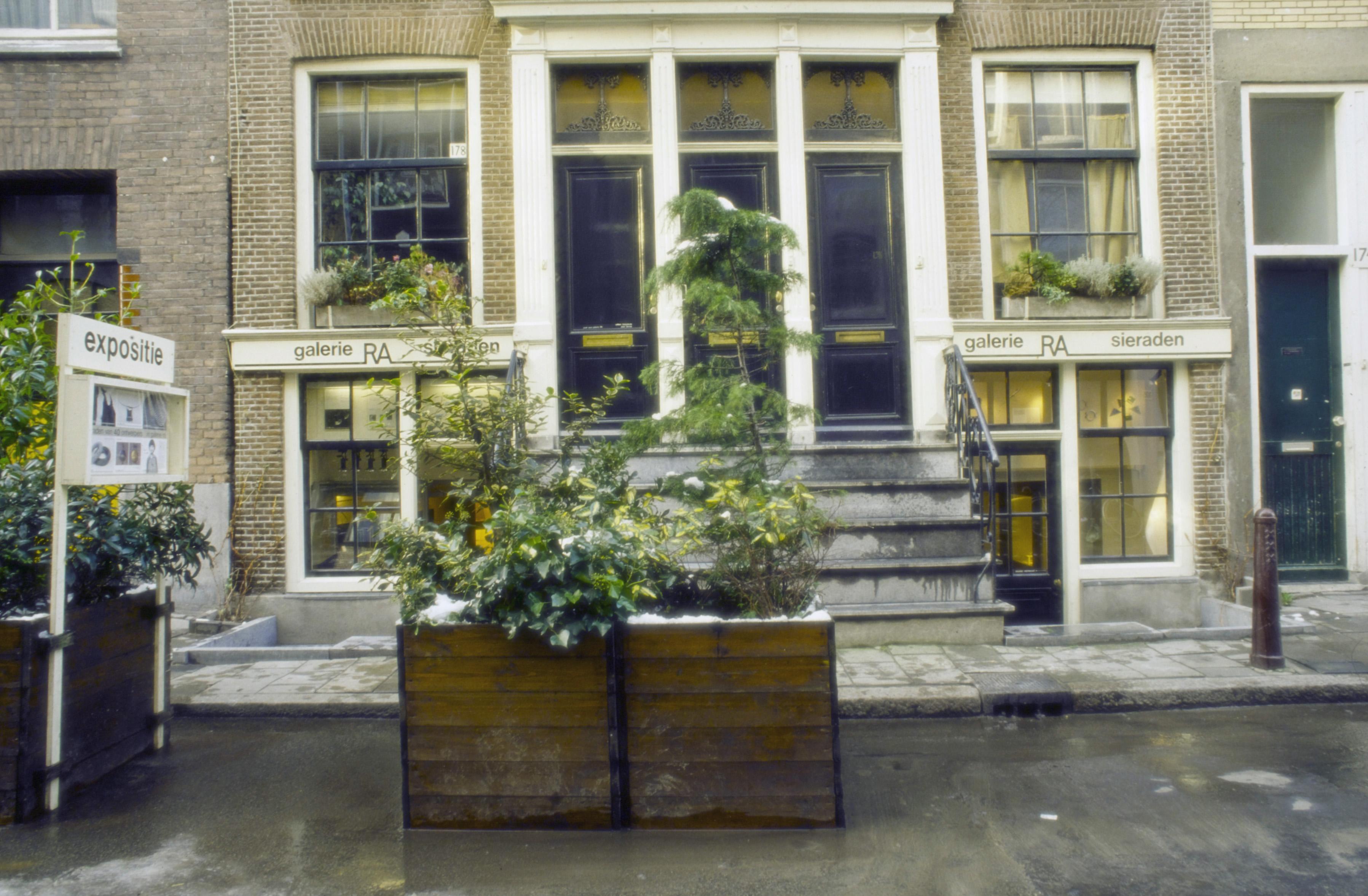 Plantenbakken voor Galerie Ra
