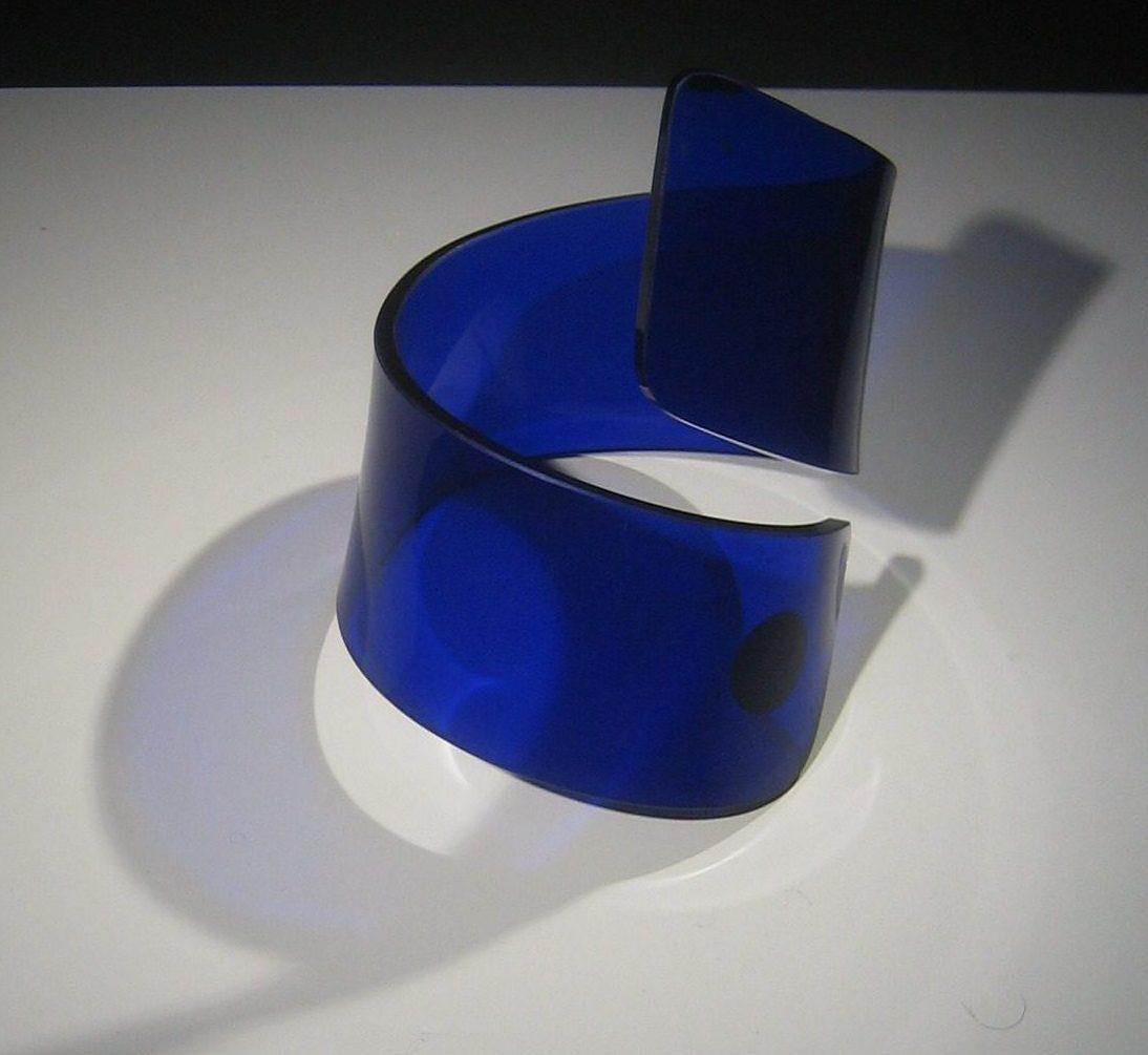 Dries Kreykamp, armband, circa 1974. Sieradenpresentatie lockers, Collectie Centraal Museum, 25788, kunststof