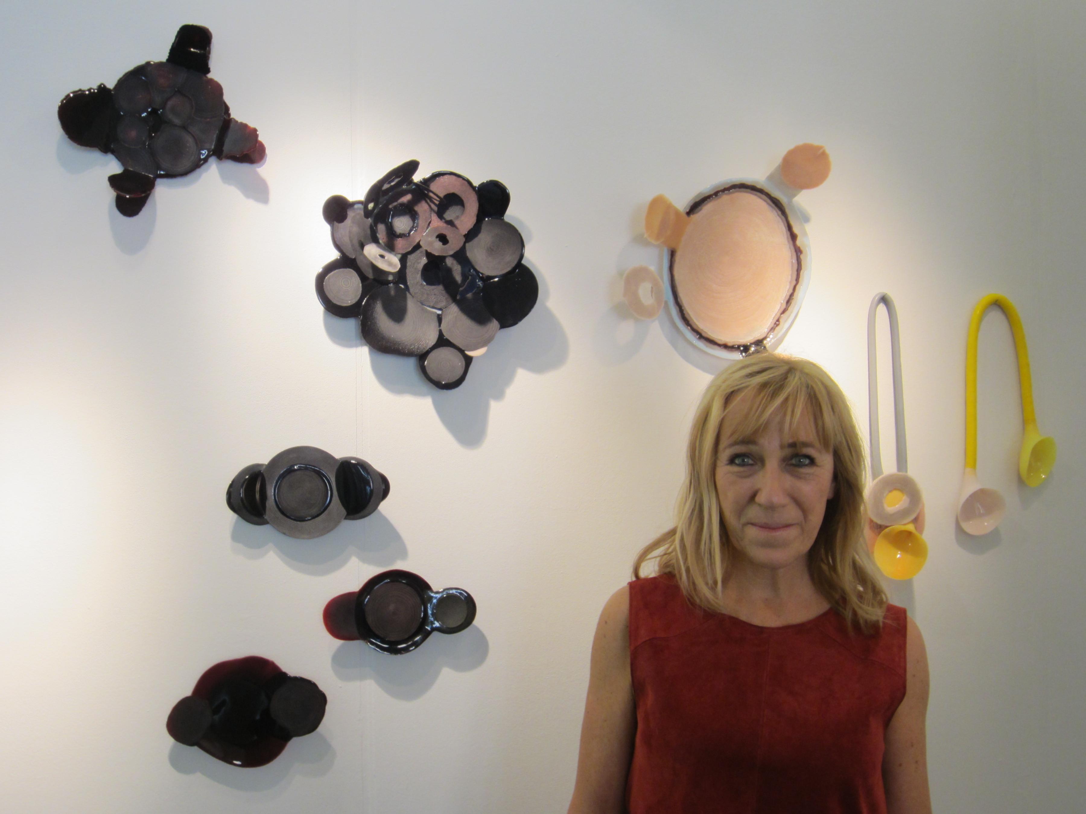 Ela Bauer in Galerie Ra, 2 juli 2016, portret, halssieraden, objecten